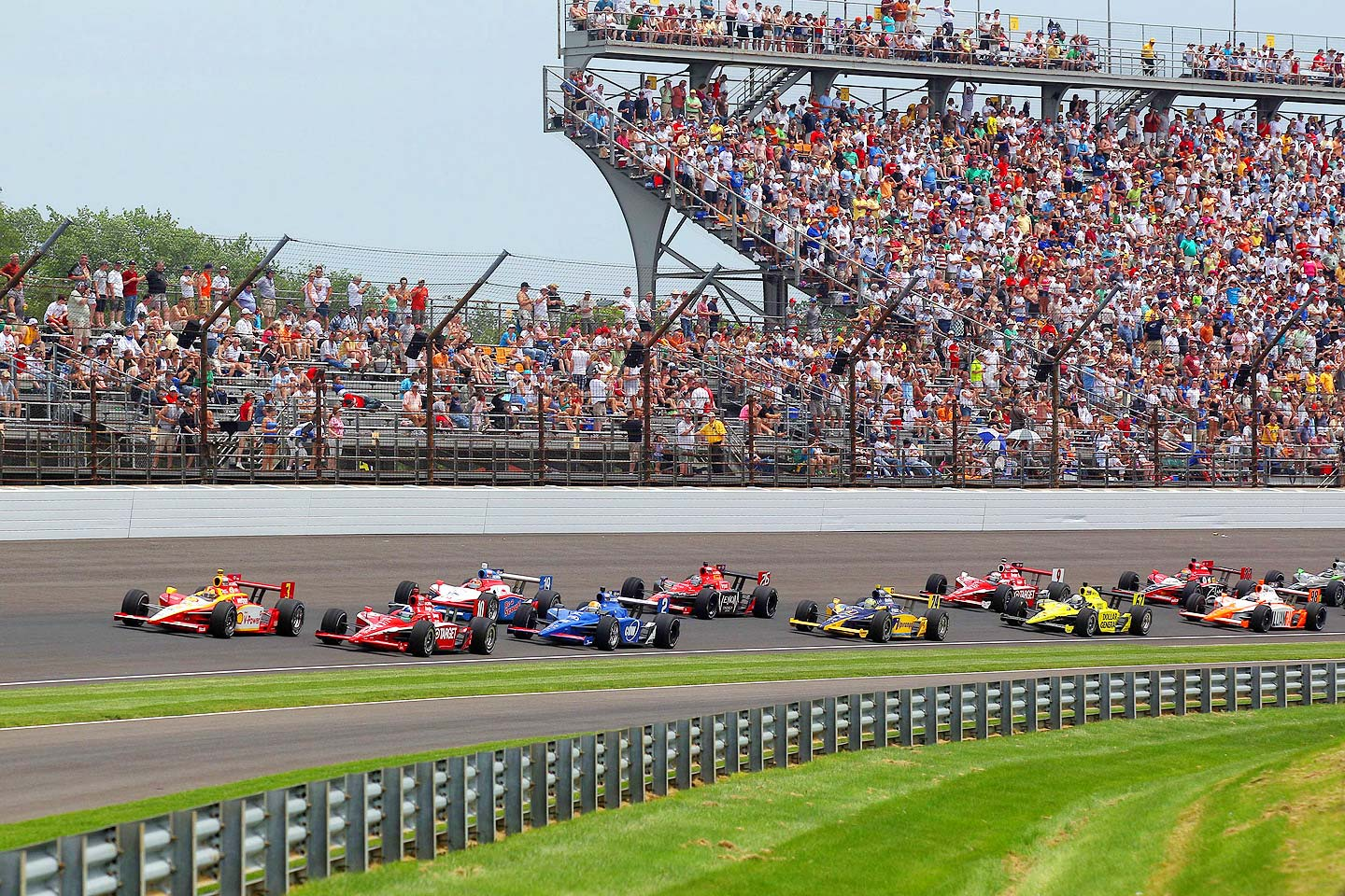 fans_watch_indy_500_cars_round_and_round.jpg