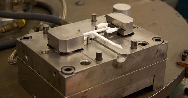 Minnesota Injection Mold Company Selects Hurco VMC due to Versatility